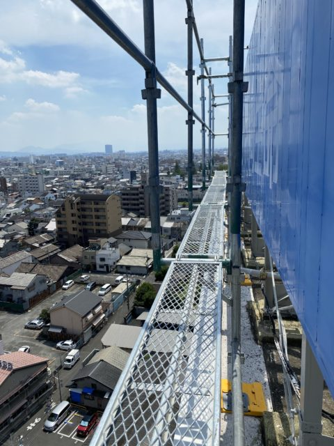 東大阪 屋上看板足場